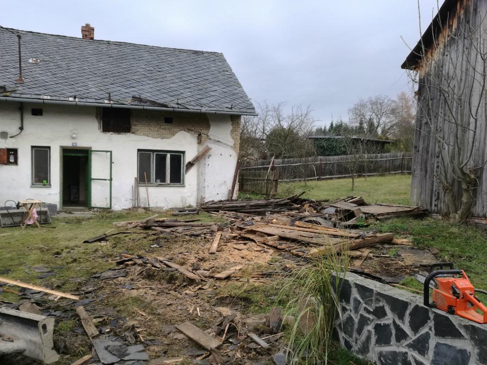 Demolice zahradní kůlny